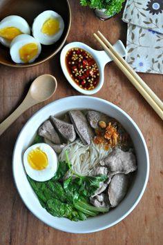 Pork Liver Mee Sua Soup 猪肝面线汤