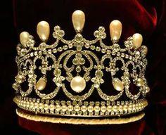 Empress Maria Federovna (Russia) baroque pearl and diamondtiara