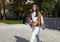 Phil Oh's Best Street Style Photos From Paris Fashion Week Spring Street Style Looks, Street Style Women, Street Outfit, Street Wear, White Leather Dress, White Pants, Winter Fashion, Paris Fashion, Cool Street Fashion