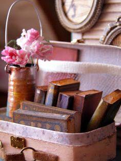 Creación artesanal de miniaturas 1:12. con multitud de consejos, técnicas, imprimibles, información para miniaturistas y coleccionistas.