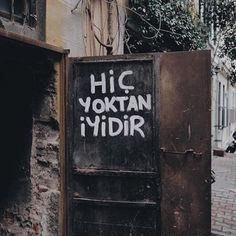 SENI RUYALARDA OLSUN GORMEK... AMA ORDAN BILE GITTIN ARTIK BE. NERDESIN BE CANIMIN ICI CIK GEL ARTIK YORDU BU HAYAT BENI. SANKI TEK DRRDIM BI BUYMUS GIBI... Wall Quotes, Poetry Quotes, Merida, Movie Quotes, Book Quotes, Header Tumblr, Neon Aesthetic, Sweet Words, Love Poems