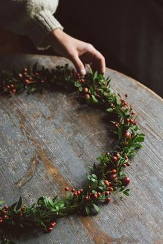 From Babes in Boyland – Gemütliche Weihnachten – Wreaths Christmas Mood, Rustic Christmas, All Things Christmas, Christmas Wreaths, Christmas Decorations, Simple Christmas, Green Christmas, Merry Christmas, Most Beautiful Gardens
