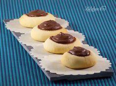 biscotti di ricotta semplici e veloci da poter farcire con nutella marmellate miele o frutta secca, per i miei ho usato la nutella nuda e pura