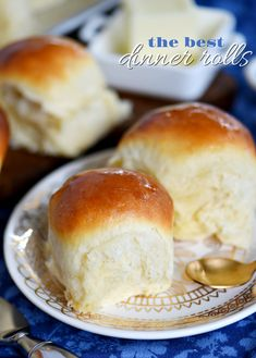 fluffy, buttery dinner rolls are impossible to resist. Homemade with just a handful of simple ingredients, the BEST Dinner Rolls can you be on your table in a jiffy. These easy dinner rolls really are the perfect addition to any meal! // Mom On Timeout Dinner Rolls Easy, Fluffy Dinner Rolls, No Yeast Dinner Rolls, Best Dinner Roll Recipe, Dinner Rolls Recipe, Recipes Dinner, Best Roll Recipe, Healthy Breakfast Bowl, Free Breakfast