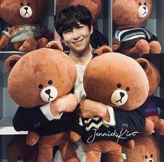 Rapmon is a cutie😍😍 Jimin, Rapmon, Yoongi, Foto Bts, Bts Photo, Taehyung, Kim Namjoon, Jung Hoseok, Bts Bangtan Boy