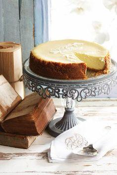 Romerige gebakte kaaskoek, Dis die klassieke resep met 'n suurlemoengeur. Sweet Pie, Sweet Tarts, Cheesecake Recipes, Dessert Recipes, Kos, South African Desserts, Ma Baker, Donuts, Let Them Eat Cake