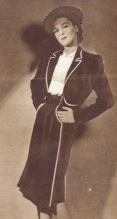 annabella - magazine moda - 24-4-47 - tela blu con bordi spighetta bianca - giachettino a bolero - camicetta di lino bianco con decorazione motivo trasparente