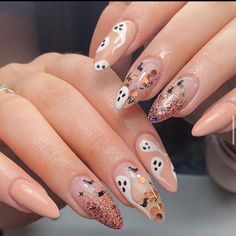 Glitter Ombre With Ghosts Art 50 Halloween Nails: Designs to Terrify and Del Holloween Nails, Cute Halloween Nails, Halloween Acrylic Nails, Fall Acrylic Nails, Halloween Nail Designs, Fall Nail Designs, Acrylic Nail Designs, Scary Halloween, Halloween Makeup