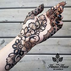 Modern Henna Designs, Henna Tattoo Designs Simple, Rose Mehndi Designs, Latest Henna Designs, Henna Art Designs, Mehndi Designs For Girls, Mehndi Designs For Beginners, Dulhan Mehndi Designs, Wedding Mehndi Designs