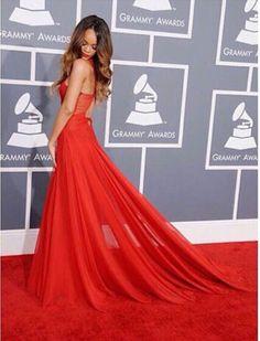 J'adore cette robe rouge est élégant