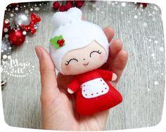 Ornamentos de la Navidad Santa y Señora Claus adornan fieltro