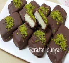 Today I share with you the homemade cocostar recipe that is both delicious and very practical. Today I share with you the homemade cocostar recipe that is both delicious and very practical. Greek Cooking, Cooking Time, Cake Recipes, Dessert Recipes, Desserts, Buy Cake, Turkish Recipes, Food Design, Granola