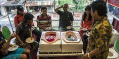 Na Indonésia, há um restaurante que serve a comida... em sanitas | SAPO Lifestyle