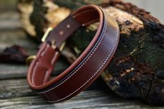Padded Plain Collar in Australian Nut with Mid Brown Padding and Natural lin cable