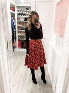Happy Monday I hope all of you a lovely weekend Ann Taylor Skirt under 30 wearing size Sam Edelman boots on sale Zara sweater got it Casual Work Outfits, Professional Outfits, Mode Outfits, Work Attire, Classy Outfits, Fashion Outfits, Womens Fashion, Early Fall Outfits, Work Fashion