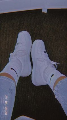 Cool Instagram Pictures, Cool Girl Pictures, Cute Couple Pictures, Girl Photos, All Nike Shoes, White Nike Shoes, Hype Shoes, Aesthetic Shoes, Bad Girl Aesthetic