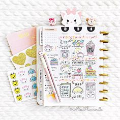 Happy Monday loves! Here is the first half of my week in my Happy Planner. Can you tell who my favorite Disney character is? I cannot get over how gorgeous these clips are from my bestest bestie @cutebydesignco and the lovely @stephanieplans. If you haven't checked out their shops run don't walk and get yourself some!  by missplannerella