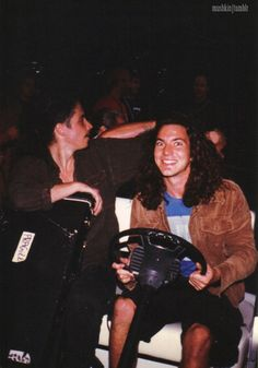 Cornell and Vedder driving off somewhere...