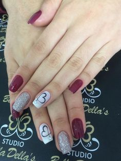 Perhaps you have discovered your nails lack of some trendy nail art? Sure, lately, many girls personalize their nails with lovely … Glitter Gradient Nails, Cute Acrylic Nails, Red Nails, Gel Nail Art, Nail Polish, Red And Silver Nails, Galaxy Nails, Red Glitter, Trendy Nail Art