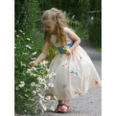 One of many essential preparations in wedding ceremony is the hairstyle of the flower girl. A flower girls is a young girl who is so lucky since she is chosen Flower Girls, Ivory Flower Girl Dresses, Little Girl Dresses, Little Girls, Girls Dresses, Dresses Uk, Party Dresses, Christmas Costumes, Bridesmaid Dresses