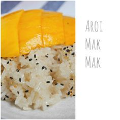 Mango Sticky Rice - hehe cute, aroi mak mak means very tasty in thai :) Thai Mango, Mango Sticky Rice, Thai Dessert, Sweet Recipes, Yummy Recipes, Clean Eating, Healthy Eating, Yummy Food, Tasty