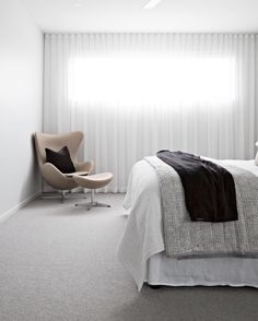 Soft filtered light with floor to ceiling sheer curtains – Bedroom – einrichtungsideen wohnzimmer Curtains Over Blinds, Sheer Curtains Bedroom, Floor To Ceiling Curtains, Apartment Curtains, Wave Curtains, Sheer Blinds, Curtains Living, Master Bedroom, Bedroom Decor