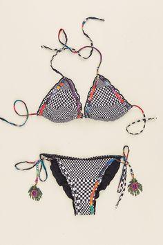 Agua-Bendita-Bendito-Plumaje-Bikini-Floating.jpeg (1000×1500)
