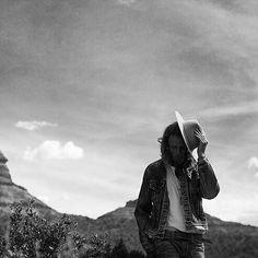 Hot sun and desert sand. [shop link in profile] #itsastetson @_benchristensen ________ #stetsonusa #stetsonlife #stetsonhat #stetsonhats #madeinamerica #madeintheusa #strawhat #Panamahat #western #cowboy #cowboyhat #cowgirl #heritage #heritagebrand #fedora #ferdorahat #furfelt #westernwear #menswear #mensfashion #style #timeless #classic #quality #luxury #photography #stetsonmoment