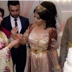 #jlketkurdi#kurdish#kurdishclothes#kurdishgirl#kurdishdress#gold#kurdishgold#beautiful#kurdistan#kurdi#kurd#kurdishbride#kurdishwedding Glam Dresses, Pretty Dresses, Wedding Dresses, Jli Kurdi, Eastern Dresses, Persian Wedding, Oriental Fashion, Muslim Girls, Traditional Dresses