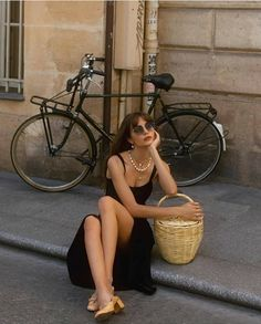 Aesthetic Fashion, Aesthetic Clothes, Parisian Summer, Parisian Chic Style, Site Mode, Parisienne Style, French Outfit, Street Style, Fashion Outfits