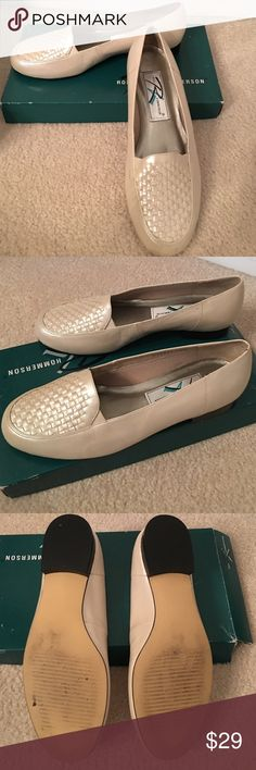 ROS HOMMERSON 7.5 W BONE PEARL SHOES IN BOX ROS HOMMERSON 7.5 W BONE PEARL SHOES IN BOX Only scuff is cm long - I will leave that to be wiped off by new owner. Pretty pearl bone color  worn once from Grandma's closet 💖 she says these are easy on elderly feet with issues. Ros Hommerson Shoes Flats & Loafers