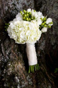 White and green summer bouquet.