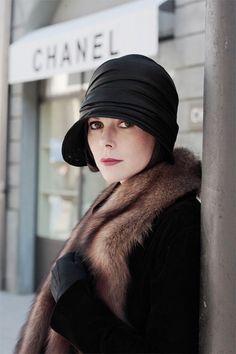 Barbora Bobulova as Coco Chanel. My mother and grandmother wore hats like this one. Moda Vintage, Vintage Stil, Looks Vintage, Vintage Art, Vogue, 20s Inspired Fashion, French Fashion, Vintage Fashion, Timeless Fashion