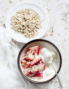 Yogurt, avena y fresas ¡Que rica combinación! ✿⊱╮