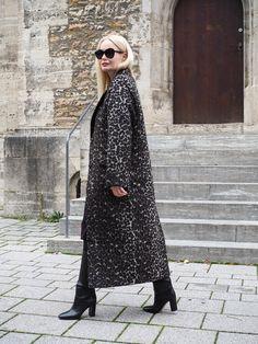 So stylst du den Herbst Winter Trend Leo Mantel richtig. Styling, Outfit, Fashion. Mode für Frauen, Weihnachten, Herbst,casual, Streetstyle, Muster, Mix