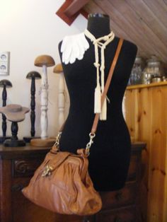 Dress form with hand gloves, tassels and leather purse. Background collection hat stands www.detijdvantoen.net Brocante & Styling