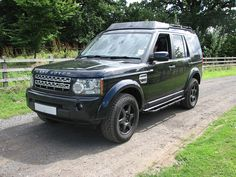 What a difference a roof rack and rock sliders make to a Land Rover Discovery 4!