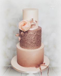 Latest Photo Wedding Cake Trends - 20 Metallic Wedding Cake Ideas A . - Latest Photo Wedding Cake Trends – 20 Metallic Wedding Cake Ideas An easy way to check is to get - Metallic Wedding Cakes, Wedding Cake Roses, Beautiful Wedding Cakes, Beautiful Cakes, Amazing Cakes, Rosegold Wedding Cake, Wedding Cupcakes, Wedding Gold, Pink Wedding Cakes