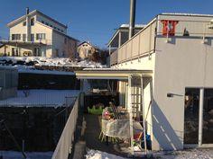 Im tiefen Winter geht es endlich los. Die beiden Vordächer sind fast gänzlich vom Schnee befreit, die Sonne scheint und die Temperaturen sind im negativen Bereich......