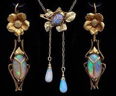 Art Nouveau gold and opal Parure - France, 1900