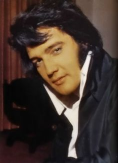 Elvis.....Best  anywhere, anytime, any genre!.                 lbxxx.