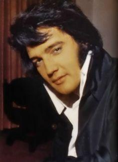 Elvis.....Best  anywhere, anytime, any genre!.                 lbxxx.