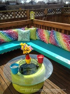 Do you have any old tires at home? And you have no ideas what to do with them? Here are 7 Unique Ways To Recycle Old Tires Into Something Amazing. We have various tire planter ideas, tire table making ideas. Deck Seating, Outdoor Seating, Outdoor Decor, Garden Seating, Tire Table, Patio Table, Tire Seats, Vintage Regal, Diy Furniture