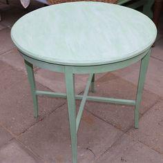 Mintgrøn bord - en retro farve fra det oprindelige bord, blandet fra basen Provence og English Yellow rest. Bordet er vokset med hvid voks direkte for at få lidt pastel look på bordet og tørret overskyende af med det samme.