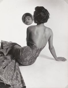 Portrait of Eartha Kitt by Philippe Halsman, … via bygone fashion Vintage Black Glamour, Vintage Beauty, Retro Vintage, Vintage Classics, Vintage Vibes, Vintage Vogue, Vintage Fashion, Black And White Portraits, Black And White Photography