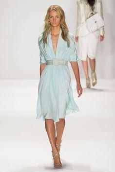 Badgley Mischka at New York Fashion Week Spring 2015 – Women's Fashion Look Fashion, Runway Fashion, High Fashion, Fashion Show, Womens Fashion, Office Fashion, Fashion Trends, Women's Dresses, Lady Like
