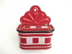 Rare and very beautiful great Lustucru pattern . This lovely set of French MATCH BOX has a very attractive cherry red background and white checks