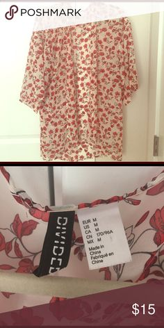 H&M kimono like new Size M but fits a wide range of sizes depending on how you like to wear it. Super cute over a swimsuit or a black tank dress or with a T-shirt and rolled up jeans. Versatile great piece for spring and summer. The 90s floral print is so in right now. This is in excellent condition waiting to be added to your wardrobe. H&M Tops