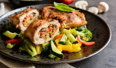 Chicken breast is a great source of protein that is low in carbohydrates and, without the skin on, has little-to-no fat. It is also incredibly versatile in the fact that there are chicken breast recipes for everything from breakfast to supper. Italian Stuffed Chicken, Cheese Stuffed Chicken, Grass Fed Chicken, Paleo, Roasted Chicken Breast, Roasted Peppers, Breast Recipe, The Help, Chicken Recipes