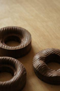 surface / walnut